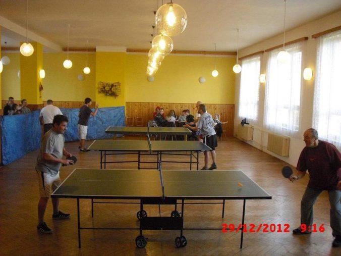 10 ročník ve stolním tenisu a šachy 008